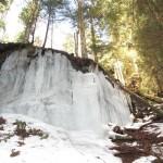 cascade gelée sous les rayons du soleil près de Baiersbronn (Small)