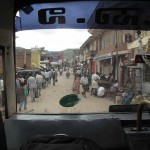 TRAVERSEE D'UN VILLAGE EN BUS